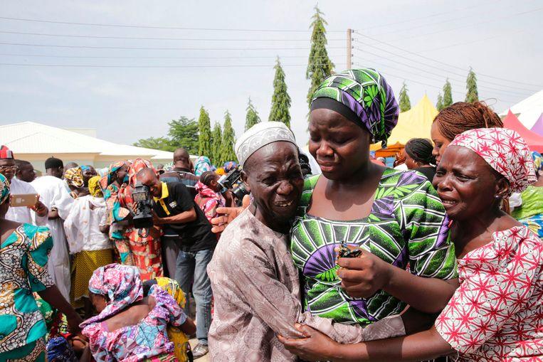 Archiefbeeld: reünie van de ontvoerde Chibok-schoolmeisjes met hun familie in mei vorig jaar.