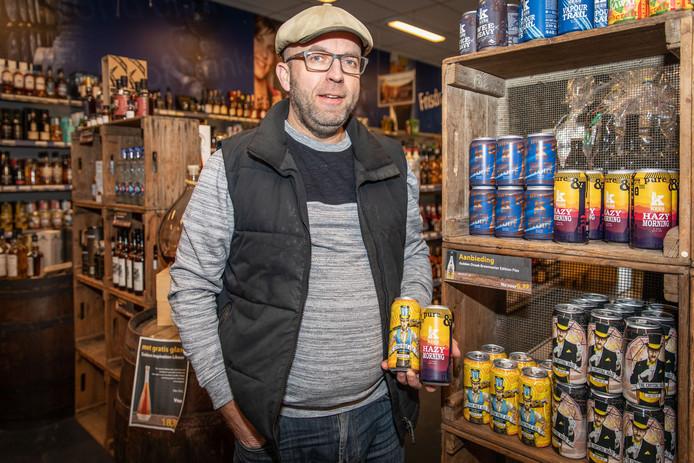 Marco Wagenaar in zijn winkel in Krabbendijke.