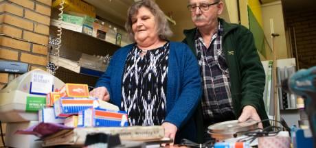 Zelfs de winkel van Alex en Marina sluit in Kloosterhaar: 'Straks moet je 20 kilometer rijden voor een kraanleertje'