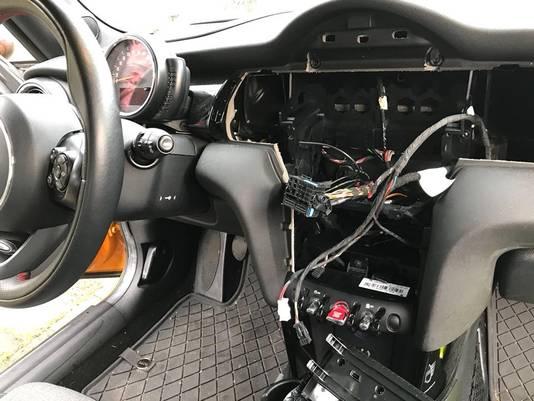 In Den Haag vond eerder een inbraakgolf plaats in auto's. De inbraken gebeurden zonder braakschade, doordat dieven autosleutels hackten. De politie vroeg toen al om de keyless entry van de slimme autosleutel te deactiveren.