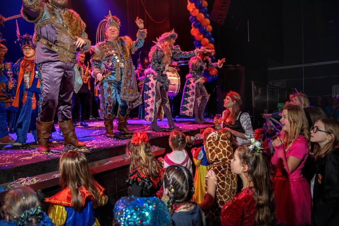 Prins Ludovieckus feest mee bij het kindercarnaval in De Effenaar