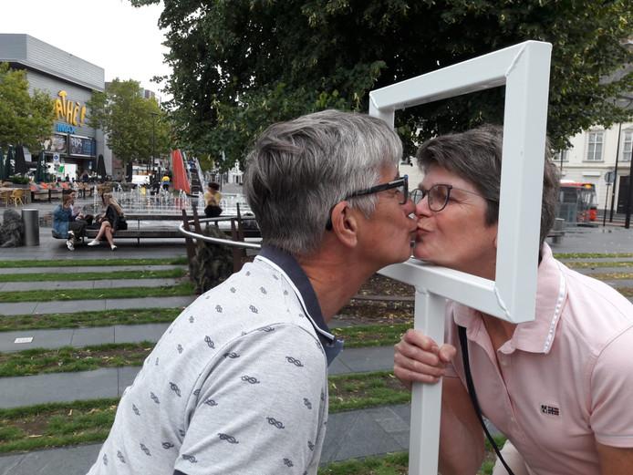 Wel of niet? De kus van Hetty en René Sauvé.