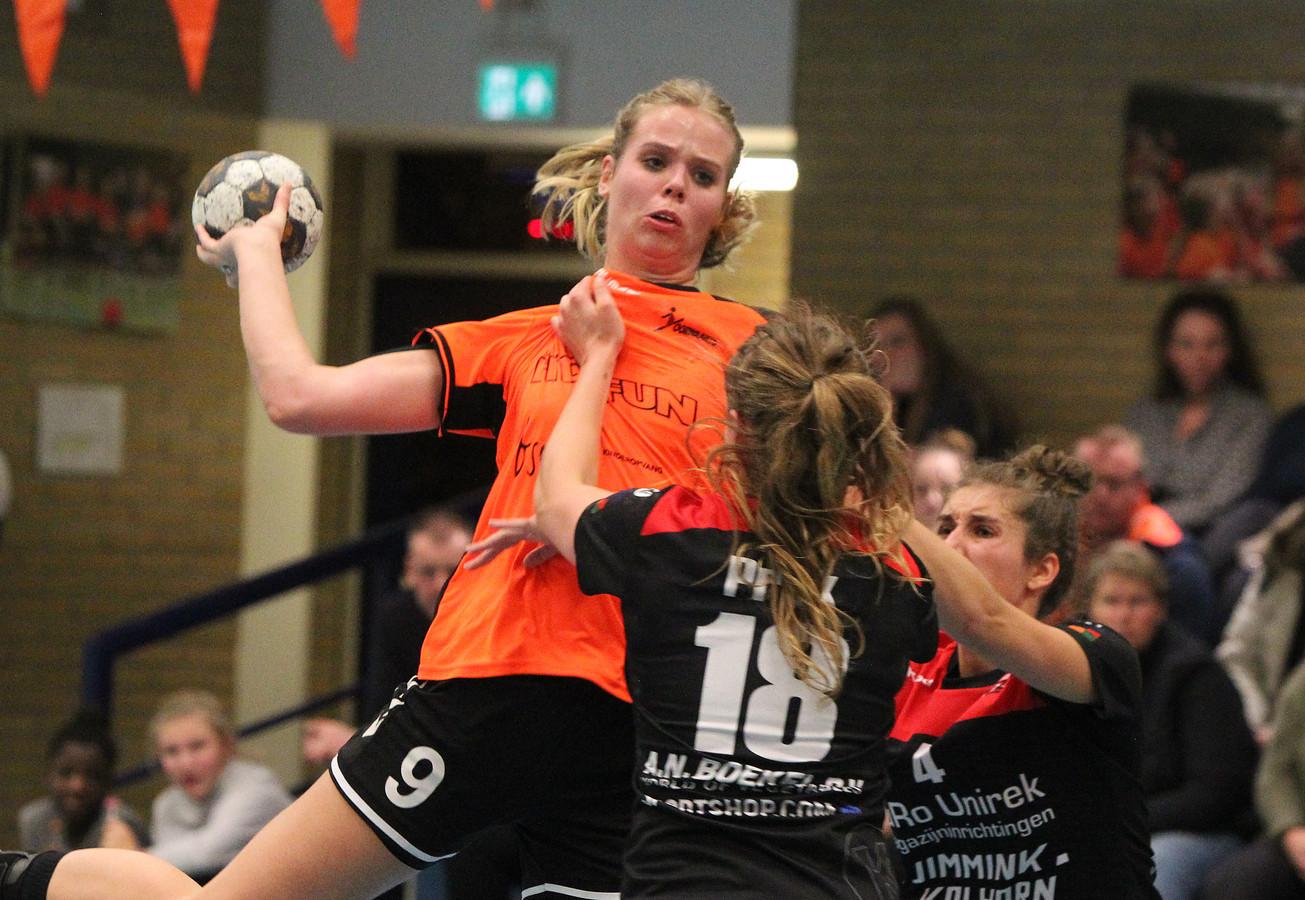 Misschien komt Lisa Oosterwijk met de handbalsters van Voorwaarts Twello dit seizoen nog wel in actie, maar voor alle andere takken van sport lijkt het seizoen definitief voorbij.