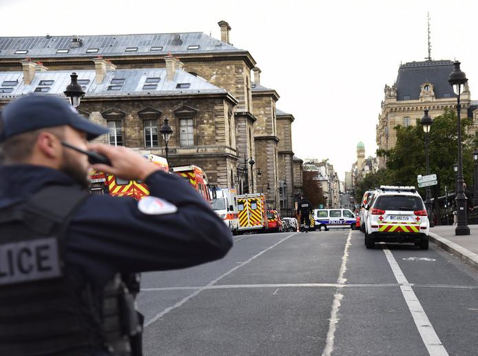 De steekpartij vond plaats in het hoofdkantoor van de politie van Parijs.