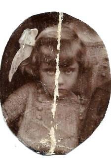 Bewogen leven gevat in boek: Moeder was een meisje met een barst