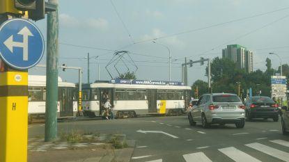 Tram bezet even volledig kruispunt