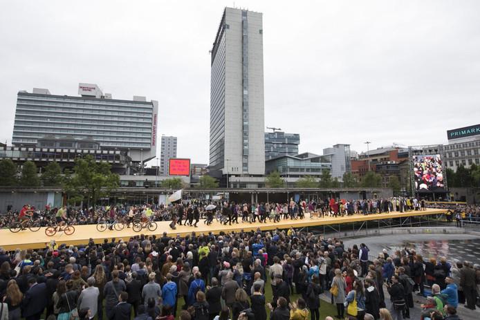 De megacatwalk op het Manchester International Festival.