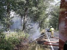 Brandweer druk met verschillende bermbranden in Oploo