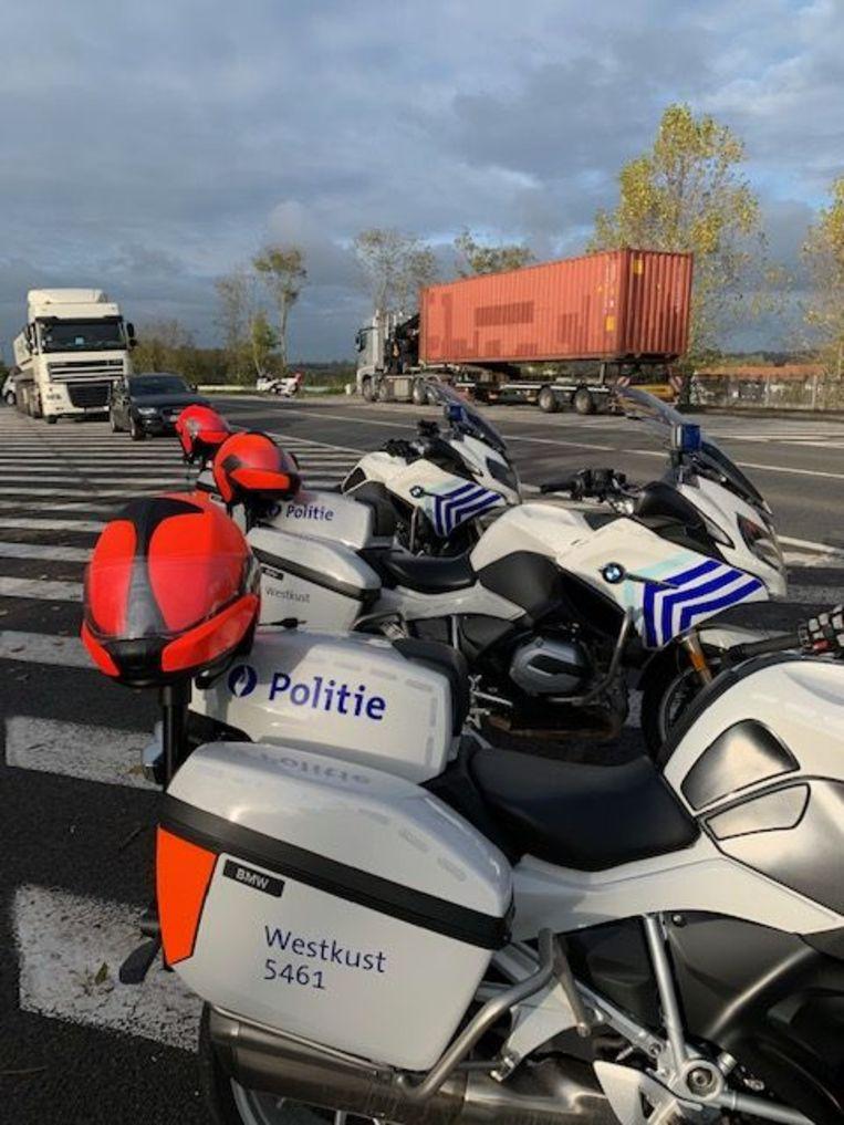 De actie 'zwaar vervoer' langs de Toekomstlaan in Oostduinkerke.