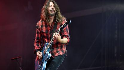 """Foo Fighters-frontman Dave Grohl begint Instagram-pagina met gênante verhalen: """"Ik reisde dagenlang om naar een club te gaan, maar mocht er niet binnen"""""""