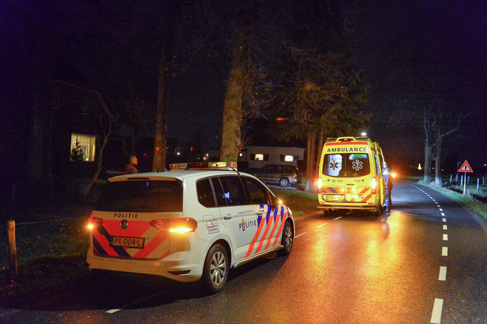 De politie deed buurtonderzoek na woningoverval in Beekbergen.