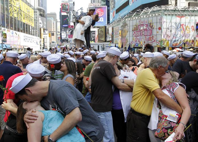 En 2010, des centaines de couples avaient commémoré le 65e anniversaire du célèbre baiser sur Times Square.