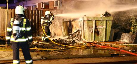 Container met bouwafval in brand in Den Bosch