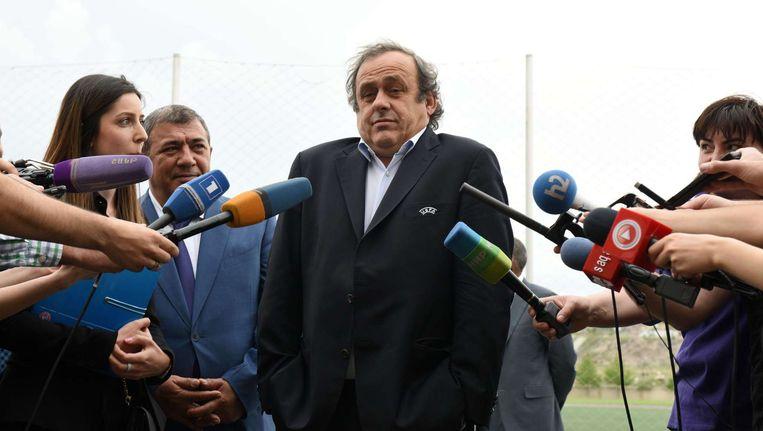 UEFA-voorzitter Michel Platini tijdens zijn bezoek aan de Armeense voetbalacademie in Yerevan op 21 mei. Beeld afp