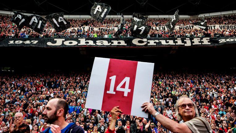 In de Arena werd een jaar geleden een minuut stilte in acht genomen om Johan Cruijff te eren Beeld Pim Ras