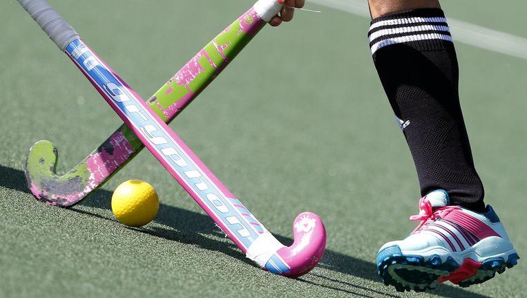 Hockeysticks tijdens de wedstrijd tussen de Engelse en Argentijnse hockeydames Beeld anp