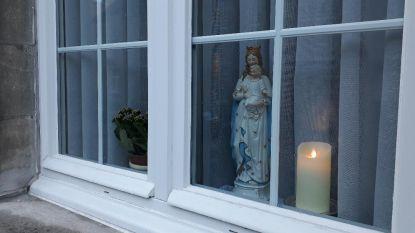"""Priester roept op om Mariabeeld aan raam te zetten: """"Van de berenjacht naar de bedevaart"""""""