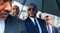 Het blijft problemen regenen voor R. Kelly: nieuwe rechtszaken en verstek in de rechtbank