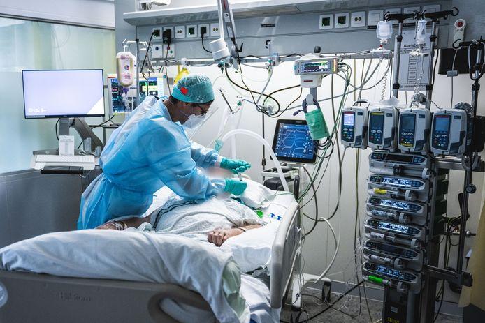 Er liggen vandaag nog steeds 85 zwaar zieke coronapatiënten in het UZ, en dat is meer dan op de piek van de eerste golf