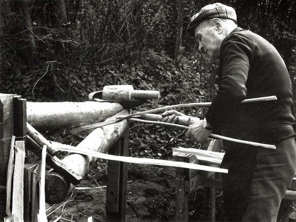 Lattenkliever Jules Goegebeur aan het werk.