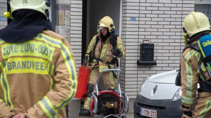 Brand in rijwoning maar bewoner kan brandende matras zelf naar buiten slepen