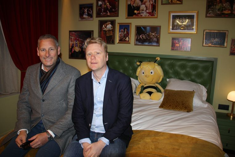Alle kamers in het Plopsahotel krijgen een Studio 100-thema. Hier Gert Verhulst en Steve Van den Kerkhof in een standaardkamer.