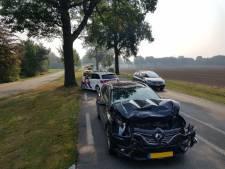 Bestuurder van Duitse auto raakt gewond bij ongeluk in Groenlo; rijbaan afgesloten