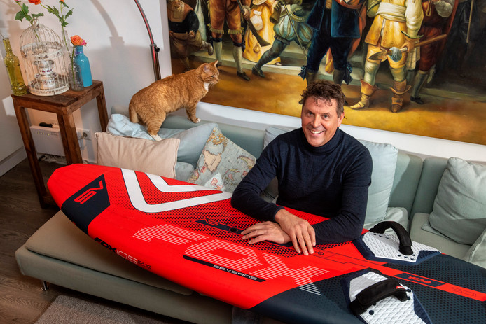 Jan-Karel van der Toorn is vooral blij dat hij het verhaal over zijn wind-surfongeluk nog kan navertellen. Hij brak zijn nek op drie plaatsen.