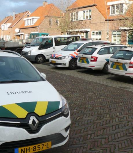Douane doorzoekt woning in Almelo, één aanhouding