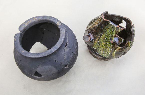 Tijdens de opgravingen werden onder andere deze twee kruiken gevonden.