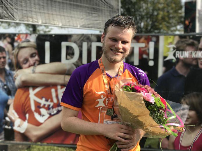 Over mijn lijk- deelnemer Tom is niet kapot te krijgen. ,,In september heb ik de Kika Run gedaan. In ruim twee uur tien kilometer. Ik ben zo trots dat ik het heb gedaan.''