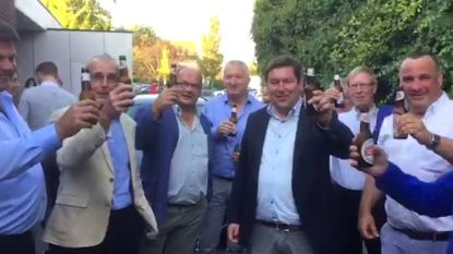VIDEO: Burgemeester Ledegem viert perfect resultaat, hij wint maar liefst 18 van de 21 zetels