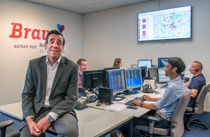 Lucien Brouwers, directeur PZN, op de afdeling waar de computer ingezet wordt.