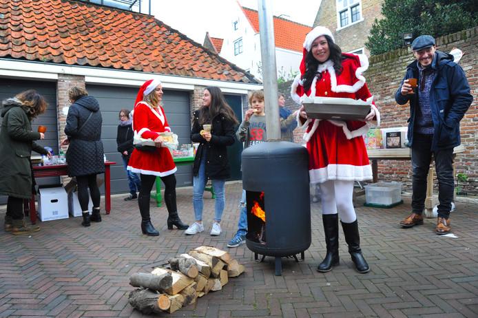 Vlissingse buren houden hun eigen kerstmarktje.