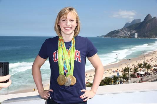 Katie Ledecky met haar olympische medailles in Rio de Janeiro, zomer 2016.