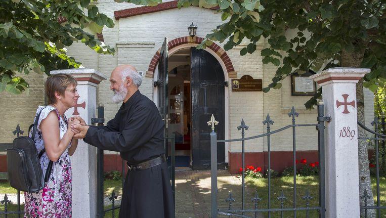 Vader Jewsewy van het Russisch-orthodoxe klooster in Hemelum probeert sinds 2007 de Odulphus-bedevaart nieuw leven in te blazen. Beeld Werry Crone
