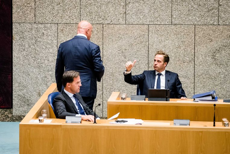 Premier Mark Rutte, minister Ferdinand Grapperhaus (justitie en veiligheid) minister Hugo de Jonge (volksgezondheid). Beeld ANP