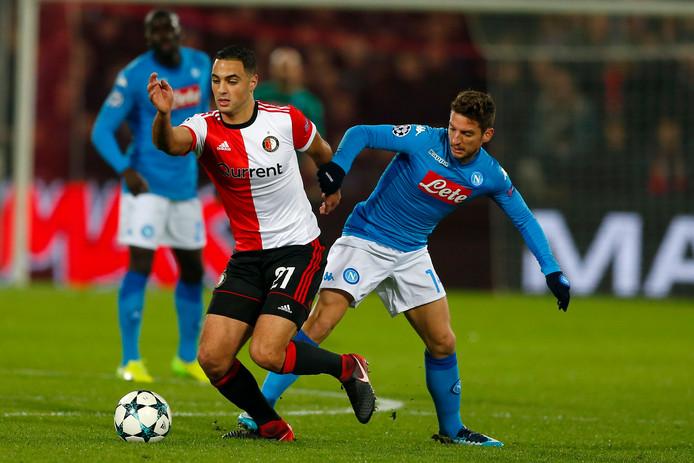 Sofyan Amrabat in duel met Napoli.
