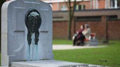 Renovatie voor twaalf grafmonumenten in Boulevardpark