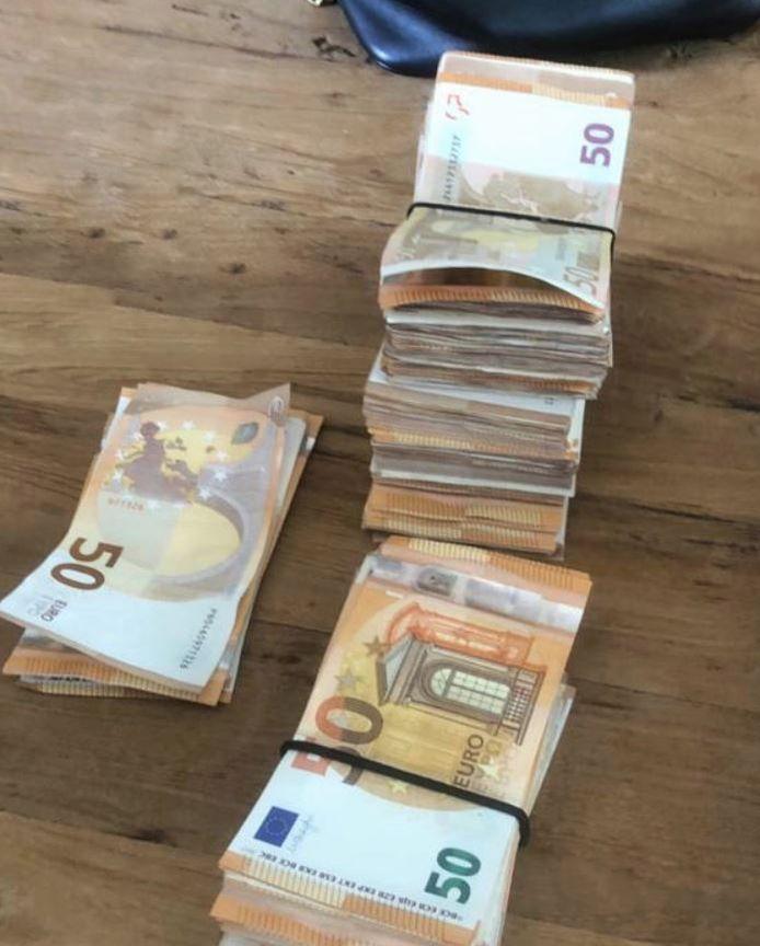 De FIOD legde beslag op duizenden euro's aan contant geld.