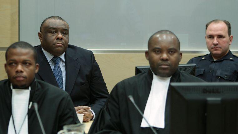 Bemba in het Internationaal Strafhof in Den Haag (linksachter), rechtsvoor zijn advocaat Musamba. Beeld AP