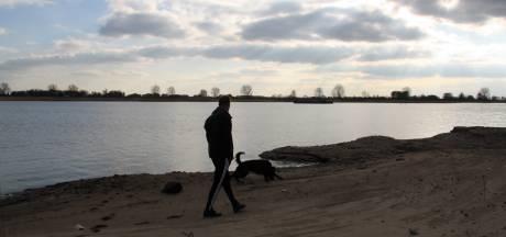 Alphenaar Albert de Leeuw heeft coronavrij en ging naar Over de Maas: 'Wat kieperen ze daar in de plas?'