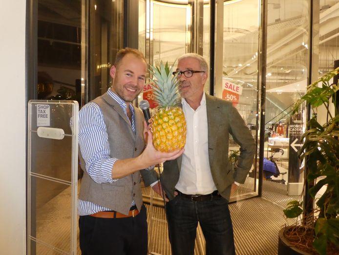 Lex Boon met wijnschrijver- en ananasproever Harold Hamersma.