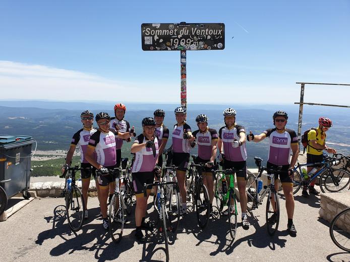 De wielrenners uit Heino voelen zich koningen van de Mont Ventoux nu ze al hun zware inspanningen hebben bekroond met een opbrengst van ruim 18.000 euro voor de strijd tegen MS.
