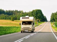 Mag je in een rijdende camper op bed liggen?