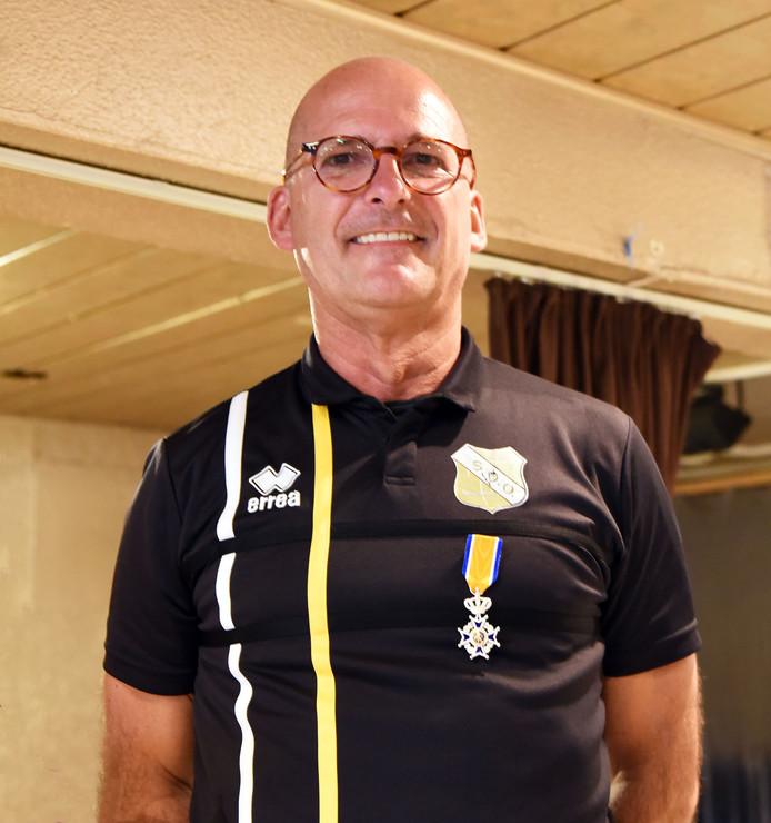 Oud wethouder Frank van Driessche krijgt een lintje.
