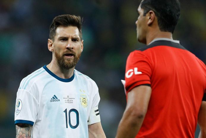 Lionel Messi est particulièrement remonté contre l'arbitrage de Brésil-Argentine.