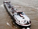 Duitse tanker vaart achteruit door Gouwe