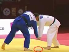 Judoka gevloerd door eigen telefoontje