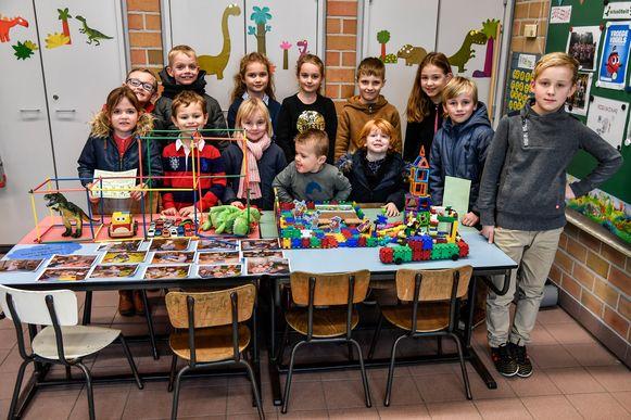 De leerlingen van de Klinker bundelden hun dromen tot een leuke  installatie.